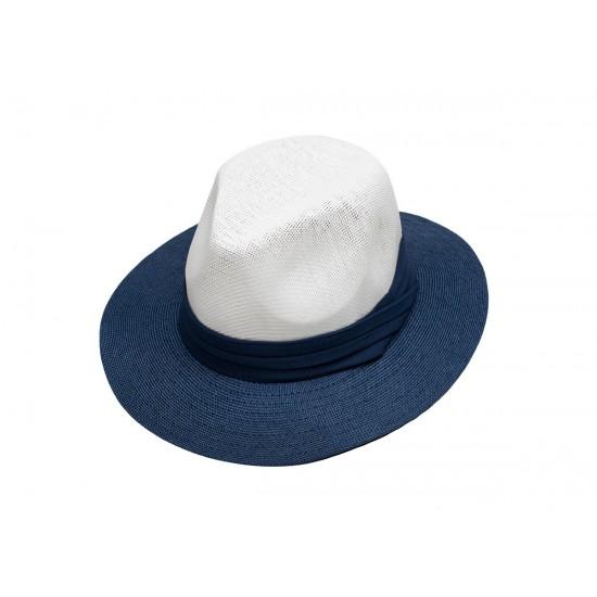 Мъжка шапка в бяло и синьо със синя лента