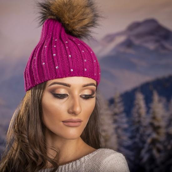 Дамска зимна шапка с перлички в циклама