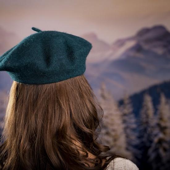 Дамска зимна барета петролено зелена