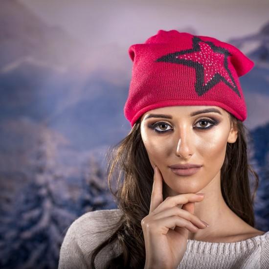 Дамска зимна шапка червена със звезда