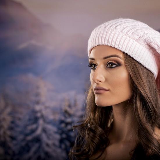 Дамска зимна барета в бледорозово