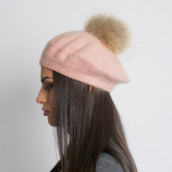 Дамска зимна барета бледо розова естествен помпон