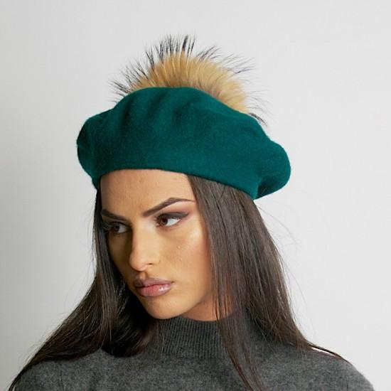 Дамска зимна барета зелена естествен помпон