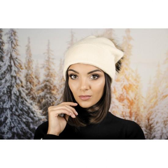 Дамска зимна шапка помпон от енот бежов
