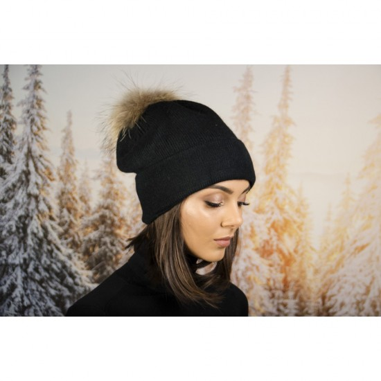 Дамска зимна шапка помпон от енот черна