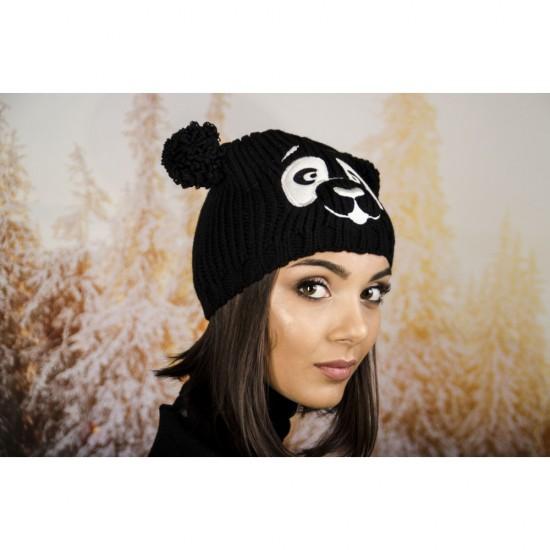 Зимна шапка с бродерия панда