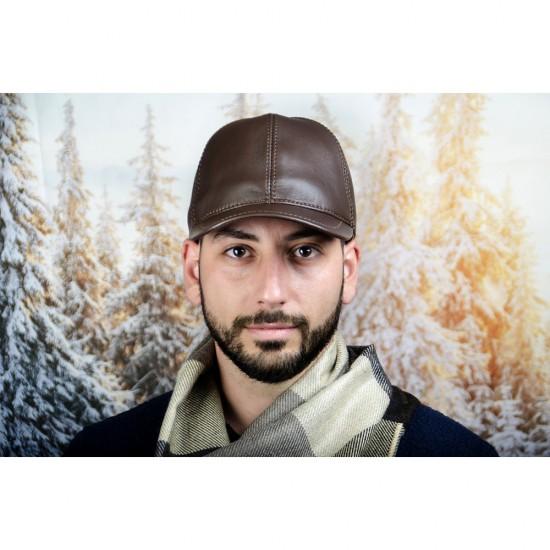 Мъжка зимна шапка с козирка в тъмнокафяво
