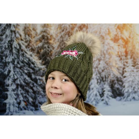 Детска зимна шапка с цвете за момичета в зелено