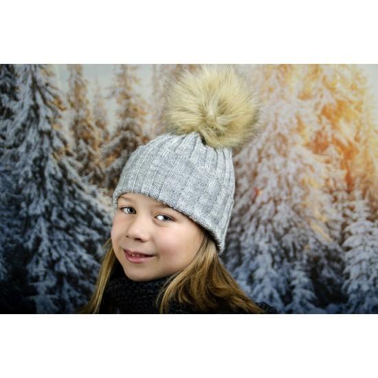 Сива зимна плетена шапка за момичета