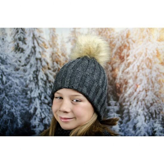 Тъмносива зимна плетена шапка за момичета