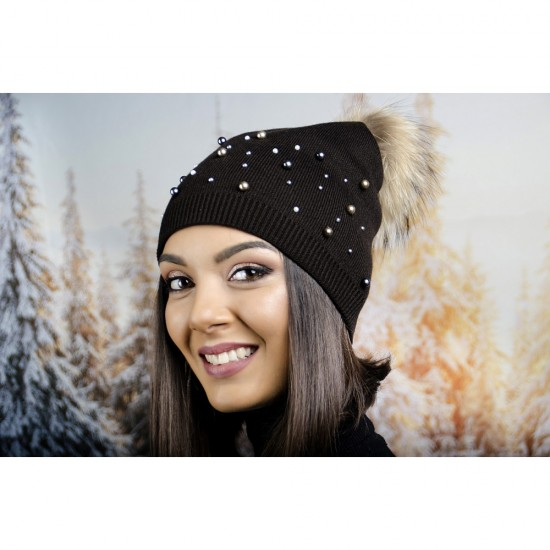 Кафява дамска зимна шапка малки и големи перли