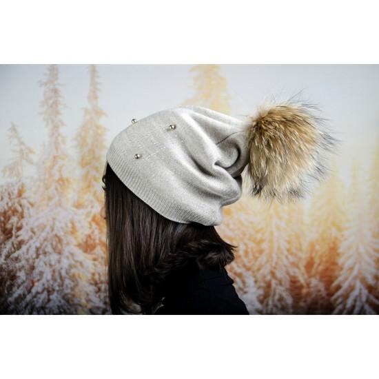 Сива дамска зимна шапка с перли