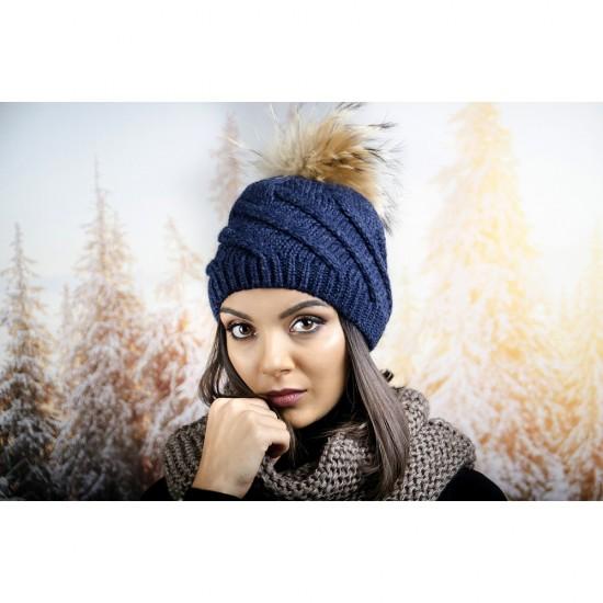 Синя дамска зимна шапка с помпон естествен пух