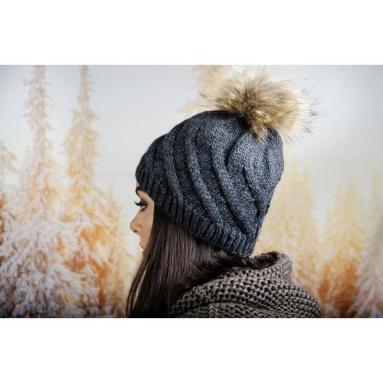 Тъмносива дамска зимна шапка с помпон естествен пух