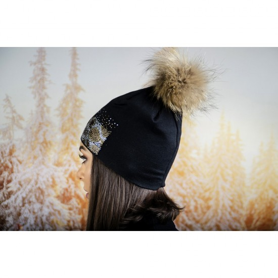 Зимна дамска шапка в черно