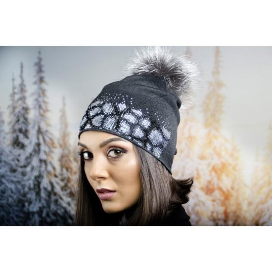 Зимна дамска шапка в тъмносиво