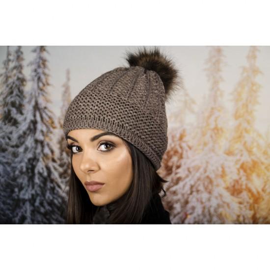 Дамска зимна шапка с еко пух кафява