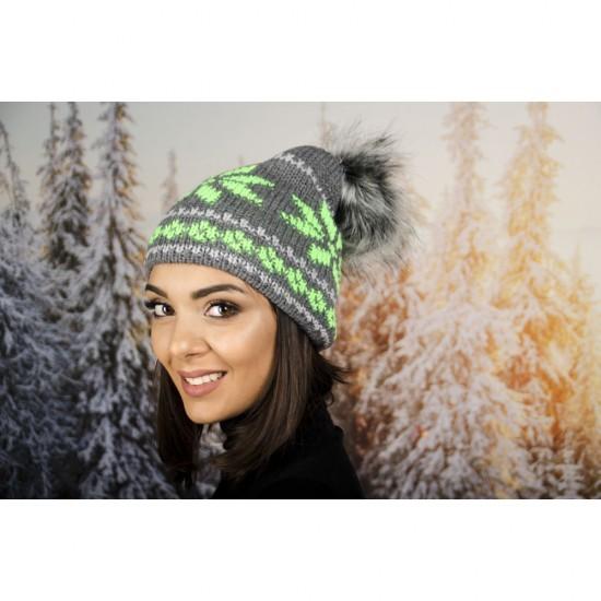 Дамска зимна шапка с еко пух в зелено и сиво