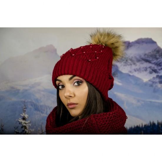 Дамска зимна шапка с перлички бордо