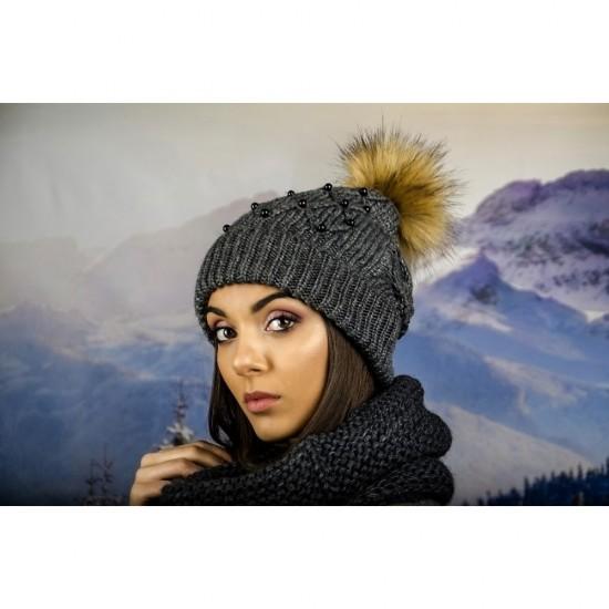 Дамска зимна шапка с перлички тъмносива