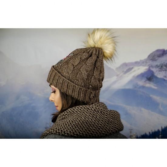 Дамска зимна шапка с емблема цвете кафява