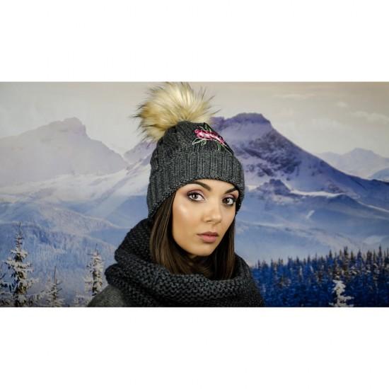 Дамска зимна шапка с емблема цвете графит