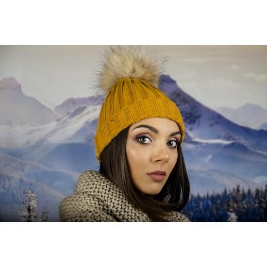 Дамска плетена зимна шапка горчица