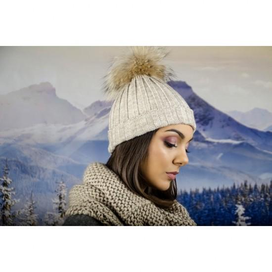 Дамска плетена зимна шапка бежова