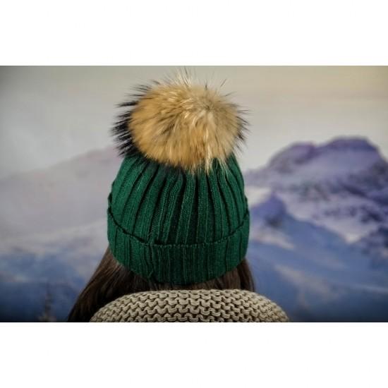 Дамска плетена зимна шапка зелена