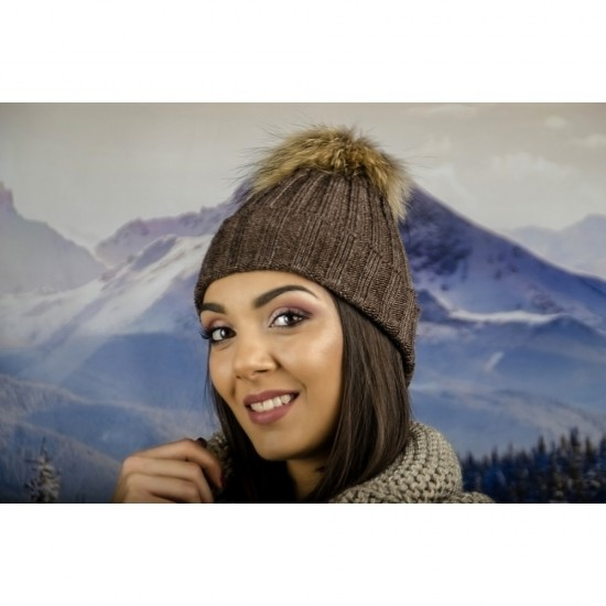 Дамска плетена зимна шапка кафява