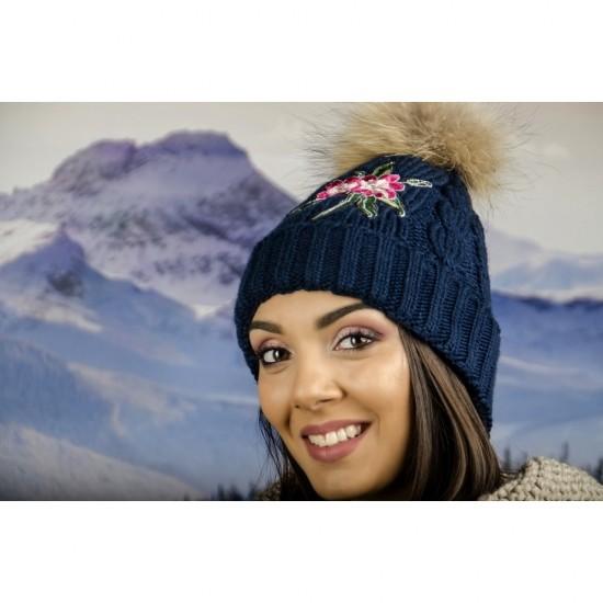 Тъмносиня дамска зимна шапка с естествен пух и цвете