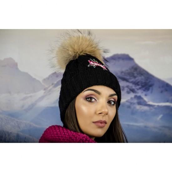 Черна дамска зимна шапка с естествен пух и цвете