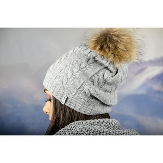 Плетена зимна дамска шапка сива с помпон