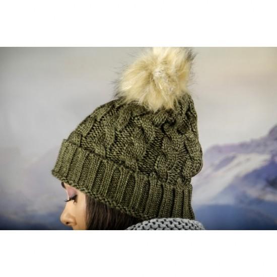 Дамска зимна шапка масленозелена