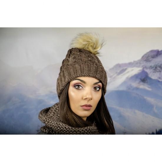 Дамска зимна шапка кафява