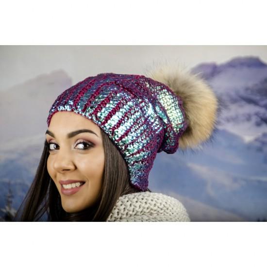 Зимна дамска шапка с лъскаво покритие хамелеон
