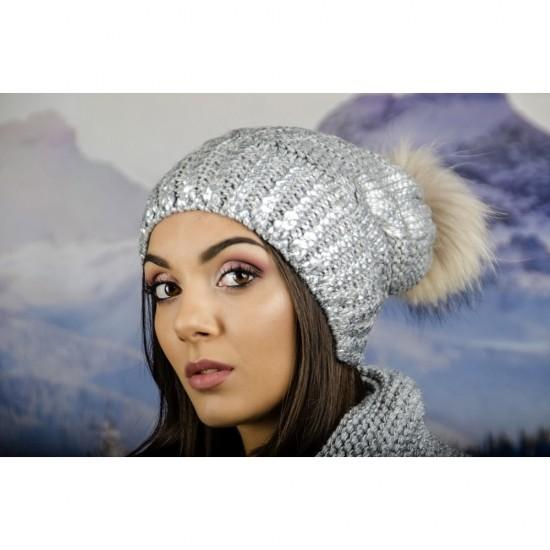 Зимна дамска шапка с лъскаво покритие сива