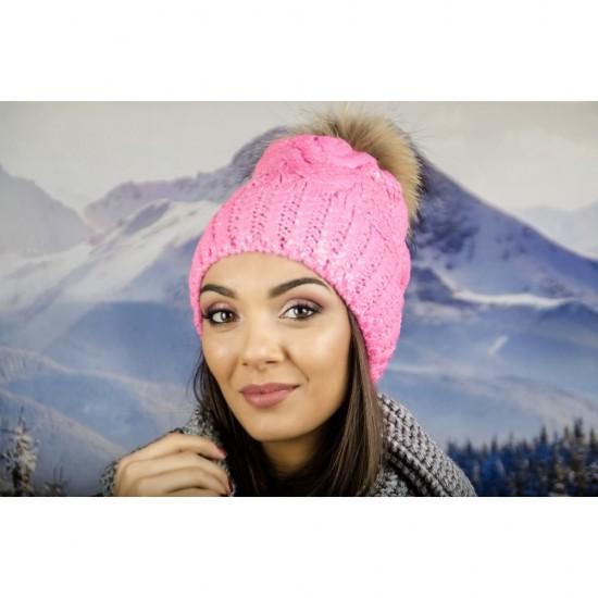 Зимна дамска шапка с лъскаво покритие розова