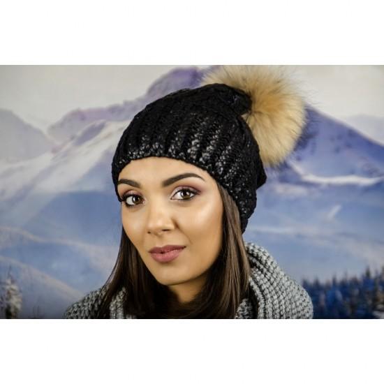 Зимна дамска шапка с лъскаво покритие черна
