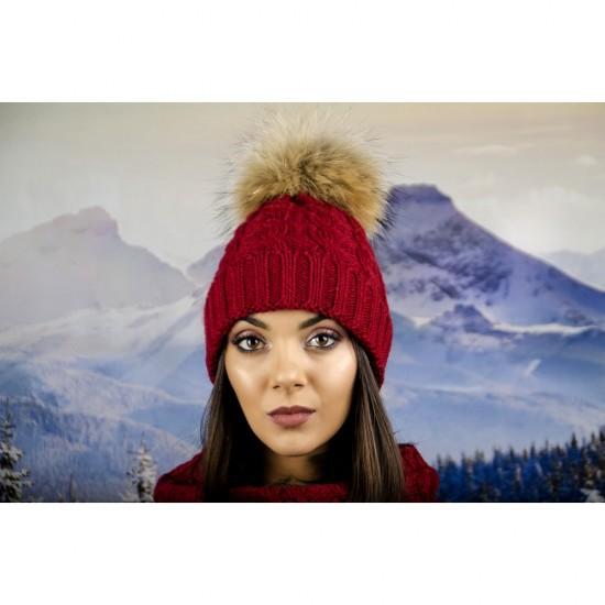 Дамска зимна шапка плетена в бордо