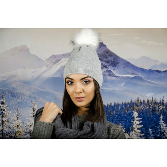 Сива зимна дамска шапка