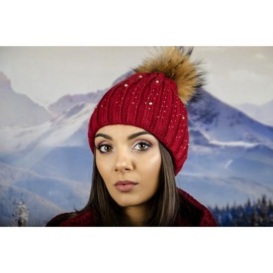 Дамска шапка с перли и камъчета естествен пух в бордо