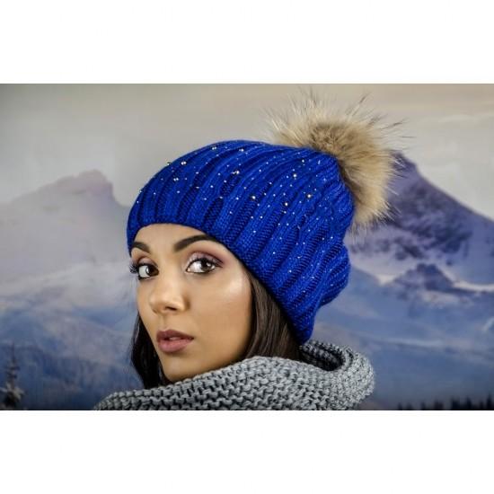 Дамска шапка с перли и камъчета естествен пух в синьо