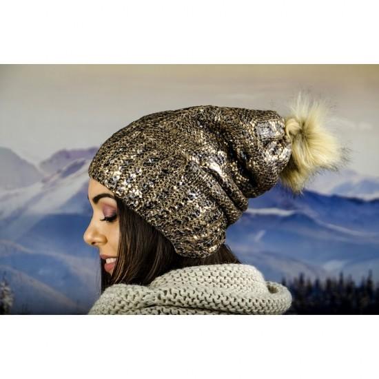 Дамска зимна шапка с лъскав ефект и еко помпон в златисто