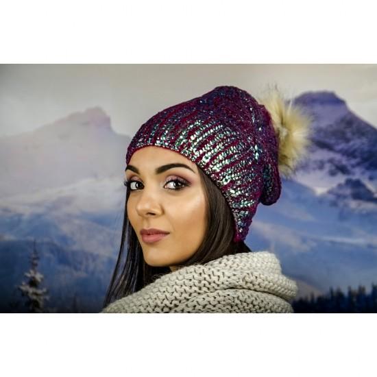 Дамска зимна шапка с лъскав ефект и еко помпон хамелеон
