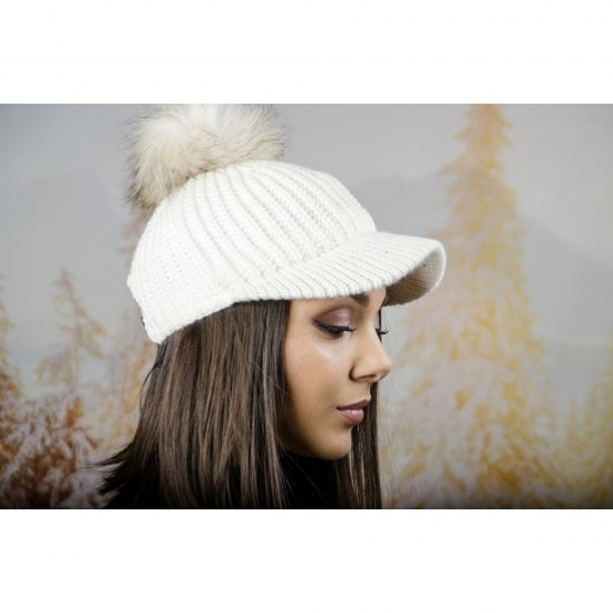 Плетена дамска шапка с козирка и помпон в бяло