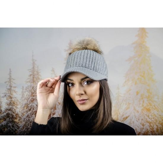 Плетена дамска шапка с козирка и бежов помпон в сиво