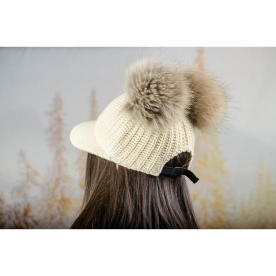 Плетена дамска шапка с козирка и два помпона в екрю