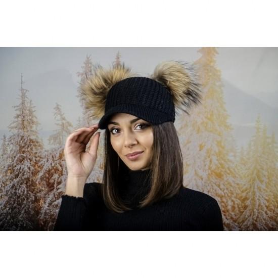 Плетена дамска шапка с козирка и два помпона в черно