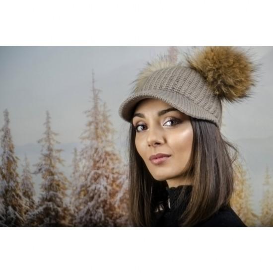 Плетена дамска шапка с козирка и два помпона в светлокафяво